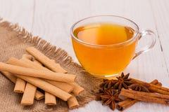 Печенья и чашка чаю с специями Стоковые Изображения RF