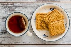 Печенья и чашка чаю Стоковое Изображение RF