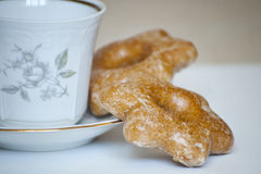 2 печенья и чашка чаю Стоковая Фотография RF