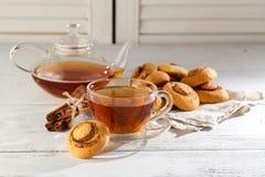 Печенья и чашка чаю snickerdoodles тыквы Стоковая Фотография RF