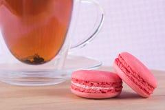 2 печенья клубники с чаем Стоковые Фотографии RF