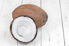 Печенья кокоса на таблице Стоковые Фото
