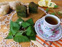Печенья крапив с имбирем и лимоном стоковые фотографии rf