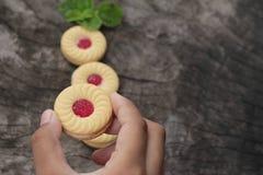 Печенья клубники очень вкусный на деревянной предпосылке Стоковые Изображения RF