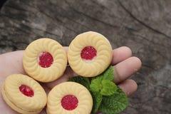 Печенья клубники очень вкусный на деревянной предпосылке Стоковые Изображения