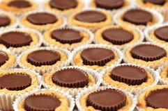 печенья масла придают форму чашки арахис Стоковые Фото