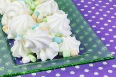 Печенья меренги на таблице Стоковые Фото