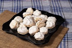 Печенья меренги с гайками Стоковая Фотография