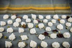 Печенья меренги с лепестками Стоковое Фото