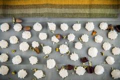 Печенья меренги с лепестками Стоковая Фотография RF