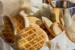 Печенья молока в бумажной сумке Стоковое Фото