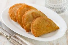 Печенья мяса на белом блюде Стоковая Фотография