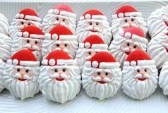 Печенья на белой предпосылке, Санта Клаус меда сформировали Стоковая Фотография RF