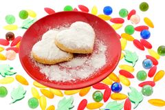 Печенья на красном поддоннике Стоковое фото RF