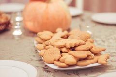 Печенья на плите стоковые фотографии rf