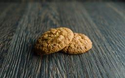 Печенья на хлопьях на деревянной предпосылке Стоковые Фото