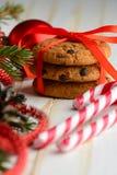 Печенья обломока шоколада и тросточки конфеты Стоковые Фотографии RF