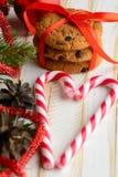 Печенья обломока шоколада и тросточки конфеты Стоковое Изображение