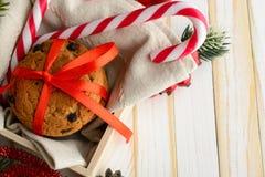 Печенья обломока шоколада и тросточки конфеты Стоковые Изображения