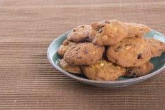 Печенья обломоков шоколада на предпосылке Стоковые Фото
