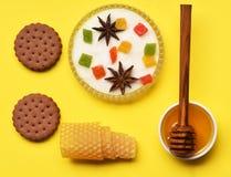 Печенья обломока шоколада с медом Стоковое фото RF