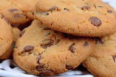 Печенья обломоков шоколада на плите Стоковые Фотографии RF