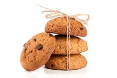 Печенья овсяной каши при веревочка связанная шоколадом изолированная на белой предпосылке Стоковые Изображения RF
