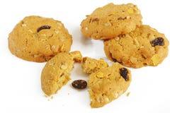Печенья овсяной каши с изюминкой на белизне Стоковое Фото