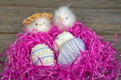 Печенья пасхального яйца в гнезде Стоковые Изображения RF