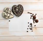 2 печенья пряника в форме сердца Стоковые Фотографии RF