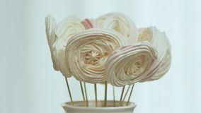 Печенья пряника на ручке Декоративный букет пряника на ручке Подготовлять для Кристмас сток-видео