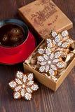 Печенья пряника рождества с горячим питьем Стоковое Фото