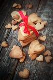 Печенья пряника стога в форме сердца Стоковые Фотографии RF