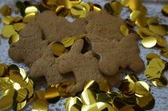 печенья пряника с блесточками золота стоковое изображение