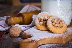 печенья пряника с гайками стоковое фото