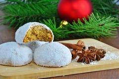 Печенья пряника с хлопьями замороженности и кокоса сахара Стоковые Изображения RF