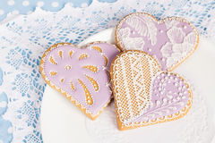 Печенья пряника формы фиолетового сердца Стоковое Изображение