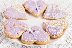 Печенья пряника формы фиолетового сердца Стоковые Фото