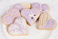 Печенья пряника формы фиолетового сердца Стоковое Фото