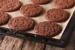 Печенья пряника шоколада на листе выпечки горизонтально Стоковая Фотография RF