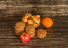 Печенья, плодоовощи и круассаны Стоковое Изображение RF