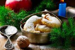 Печенья рождества ванильные на предпосылке рождества деревенской Стоковое Изображение RF