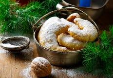 Печенья рождества ванильные на предпосылке рождества деревенской Стоковая Фотография RF
