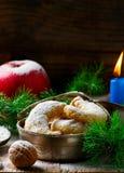 Печенья рождества ванильные на предпосылке рождества деревенской Стоковые Изображения RF