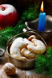 Печенья рождества ванильные на предпосылке рождества деревенской Стоковые Фото
