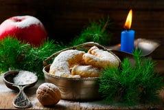 Печенья рождества ванильные на предпосылке рождества деревенской Стоковое Фото
