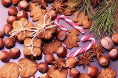 Печенья рождества с праздничный украшением стоковая фотография
