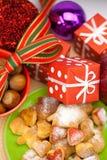 печенья рождества шариков dish подарки Стоковое Изображение