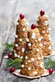 Печенья рождественской елки на деревенской деревянной предпосылке Стоковая Фотография
