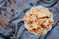 Печенья рождества в плите Стоковое Фото